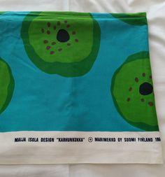 Marimekko Karhunkukka, design MAIJA ISOLA, turkoosi-vihreä 1964 Weaving Textiles, Textile Fabrics, Marimekko, Crazy Outfits, Fashion Fabric, Vintage Fabrics, Circles, Scandinavian, Print Patterns