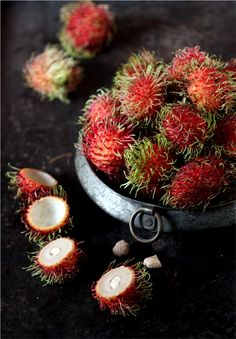 Rambutans (Mamón Chino) ~ is closely related to several other edible tropical fruits including the lychee, longan, and mamoncillo. Fruit And Veg, Fruits And Vegetables, Fresh Fruit, Fruit Food, Coconut Milk Rice Pudding, Photo Fruit, Pitaya, Exotic Food, Tropical Fruits