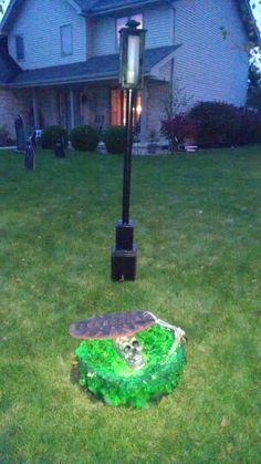 Cool Halloween yard props. Homemade lamp post.