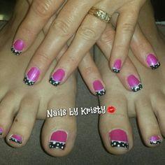 #gelpolish#pinkandblack#polkadots