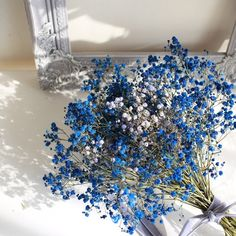 大人気のかすみ草のドライフラワーブーケ。ブルーの色合いが個性的でおすすめです。