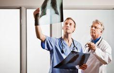 Cada año miles de médicos terminan con sus vidas por suicidio. Las presiones de conseguir a través de la escuela de medicina y comenzar una práctica a menu