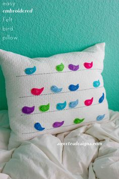 Felt birds on a wire pillow - diy - Keçe kuşlu kırlent yapımı