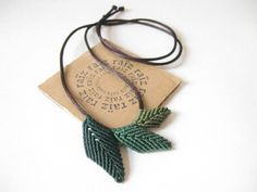 Green LEAF NECKLACE Leaves Jewelry Macramé Textile ~ Woodland Botanical Jewelry Boho Hippie Chic Casual ~ Hypoallergenic ~ Design by raiz