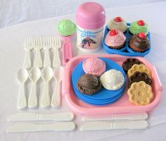 Cupcakes and Ice cream play food Childhood Memories 90s, 1980s Childhood, School Memories, Polly Pocket, Retro Toys, Vintage Toys, Vintage Stuff, Back In The 90s, Fisher Price Toys