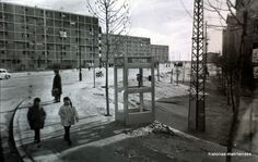 """Calle Amposta, los tres bloques de """"Los sube y baja"""" a la izquierda, a la derecha San Blas 2. Enero de 1966."""