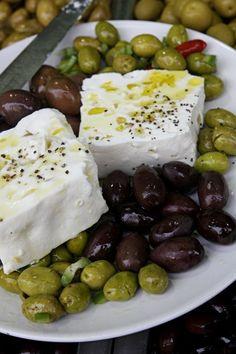 I ❤ white feta cheese & olives for breakfast