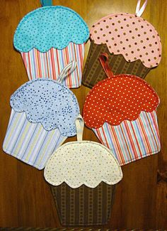"My friends and I were stitching up a storm yesterday. We bought a fabulous pattern called ""Hot Cakes"" by Susie C Shore Designs from my lo. Easy Sewing Projects, Sewing Projects For Beginners, Sewing Crafts, Potholder Patterns, Quilt Patterns, Sewing Patterns, Quilted Potholders, Fabric Coasters, Mug Rugs"