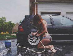 Ella puede lavar tu carro