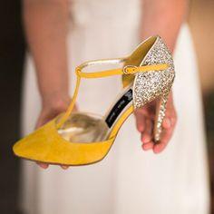 zapatos sandalias boda novia invitada salo madrid Bridal Shoes, Wedding Shoes, Mustard Yellow, Fashion Shoes, Heels, Womens Fashion, Bags, Ih, Madrid