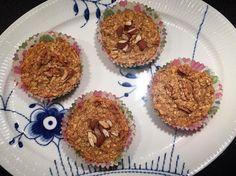 """""""Havregrøds muffins   Perfekte til morgenmad, som snack sidst på eftermiddagen eller om aftenen når den søde tand melder sig  Jeg brugte følgende…"""""""