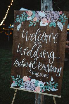 Décoration pour un mariage boho / hippie chic - Inspiration pour un mariage bohème. Le panneau de bienvenue