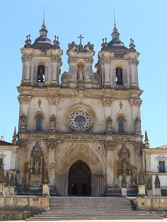 Founded by the 1 Portuguese king in 1153, the Cistercian Alcobaça Monastery was one of the richest and most prestigious monasteries in medieval Europe. Its church was the first building in Portugal to adopt the Gothic style and was (and still is!) the largest church in the country.