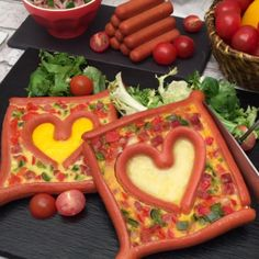 Heart of sausage and egg: A perfect breakfast to share with your partner! Toddler Friendly Meals, Egg Preparations, Sausage And Egg, Perfect Breakfast, Fruit And Veg, Food Plating, Food Design, Tasty Dishes, Kids Meals