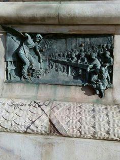 Pie del monumento a Claudio Moyano