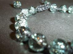 Grey crackle glass friendship bracelet - unisex - ref mb2 £3.75