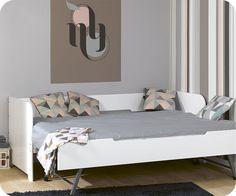Dieses Ausziehbett Bali besteht aus zwei separaten Betten mit den Maßen 80 x 200 cm, ein Ausziehbett auf Rädern das sich schnell auf 4 Füße ausklappen lässt, um sich auf die gleiche Ebene wie das Hauptbett zu setzen. Dann erhalten Sie ein großes Bett mit den Maßen 160 x 200 cm. Beide Betten können unabhängig voneinander benutzt werden, z.B. wenn Ihr Kind einen Freund einlädt, dann kann ein Bett auf der einen Seite vom Zimmer stehen und das andere gegenüberliegend.