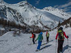 Nochmals verschnaufen: Kurz vor der Anfkunft in Sertig, einem wunderbaren Seitental bei Davos. #Keschhütte #Skitouren #Sertig #Davos Davos, Mount Everest, Mountains, Nature, Travel, Explore, Naturaleza, Viajes, Trips