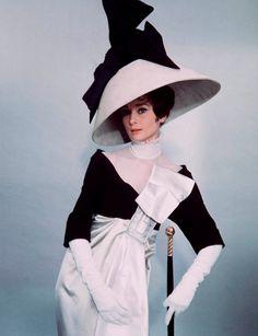 My Fair Lady Costumes | Robe noire et blanche portée par Audrey Hepburn