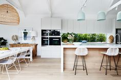 I'm excited to take you inside the beautiful home renovation of Darren & Deanne Jolly in Kew East, Victoria. It's safe to say,I wanted to move straight in! Home Interior, Kitchen Interior, Kitchen Decor, Interior Design, Kitchen Ideas, Interior Doors, Kitchen Designs, Kitchen Living, New Kitchen