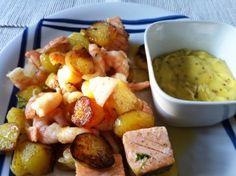 Aus der Pfanne: Lachs und Garnelen mit Bratkartoffeln und Hollandaise