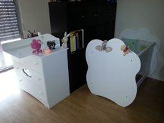 Le #lit #bébé Altéa blanc accompagné de sa #commode bébé Altéa blanche #chambre