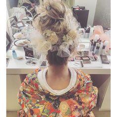 和装は遊びを加えて造花とチュールをプラス☺️✨ ・ #ブーケ #プレ花嫁 #卒花 #ウェディングドレス #ブライダルヘア #ブライダルヘアメイク #WD #CD