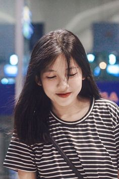 Wild Girl, Uzzlang Girl, Ulzzang Korean Girl, Cute Korean Girl, Visual Story, Medium Hair Styles, Curly Hair Styles, Asian Short Hair, Shot Hair Styles