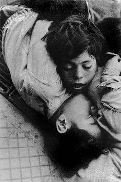 Sergio Larrain - Chile. Los Abandonados , 1957 serie con los mendigos del centro de Lima en el corazon de lima que no tiene corazon