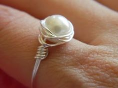 Sew Dang Cute Crafts: Guest Post Tutorial & Giveaway: Plated Wire Pearl Ring by Shelly Homemaker Wire Jewelry, Jewelry Crafts, Beaded Jewelry, Jewelery, Handmade Jewelry, Gold Jewelry, Jewelry Rings, Wire Rings Tutorial, Ring Tutorial