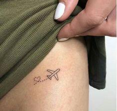 minimalist tattoo ideas minimalistische Tattoo-Ideen & & The post minimalistische Tattoo-Ideen & Tatoo appeared first on Tattoo ideas . Dainty Tattoos, Subtle Tattoos, Mini Tattoos, Cool Tattoos, Small Tattoos On Wrist, Small Simple Tattoos, Small Matching Tattoos, Small Girl Tattoos, Inspiration Tattoos