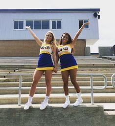@FUJIIFAJRR Senior Cheerleader, Cute Cheerleaders, Cheerleading Pictures, Cheer Outfits, Cheerleading Outfits, Cheerleading Stunting, Cheer Picture Poses, Cheer Poses, Cheer Team Pictures