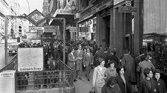 Uno de los accesos a la estación de metro de Callao, c.1965. También con anuncio de Centenario Terry y el cine Avenida al fondo como en la de ayer.