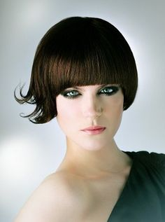 Being brunette has never been better before. Brunette bob hairstyles would be very suitable if you can notice some like face shape and hair thickness. Short Layered Bob Haircuts, Stacked Bob Hairstyles, Hairstyles With Bangs, Trendy Hairstyles, Hairstyle Ideas, Hair Ideas, Hair Styles 2014, Curly Hair Styles, Apple Cut Hairstyle