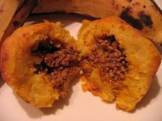 Stuffed Sweet Plantain Fritter Balls (Relleno de Platano) These warm crispy bites of sweet mashed plantain stuffed with a seasoned filling are a typical Puerto Rican comfort food that can be eaten as a quick on the go meal (this is a star item at any cuchifrito stand), a snack, an appetizer, or as a side dish. Puerto Rican Cuisine, Puerto Rican Dishes, Puerto Rican Recipes, Puerto Rican Appetizers, Recetas Boricuas, Plantain Fritters, Comida Boricua, Mashed Plantains, Puerto Rico Food