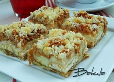 Jablečný koláč s pudinkem a piškoty recept - TopRecepty.cz Krispie Treats, Rice Krispies, Cheesecake, Desserts, Food, Hampers, Tailgate Desserts, Deserts, Cheesecakes