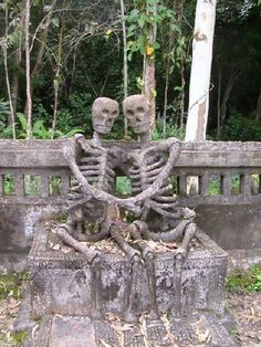 The only thing creepier than a graveyard, is a graveyard full of creepy grave stones. Just hope these 23 aren't in a graveyard near you. Cemetery Statues, Cemetery Headstones, Old Cemeteries, Cemetery Art, Graveyards, Memento Mori, Paranormal, Crane, Dance Of Death