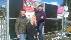 Frank Hauser, Natascha Niederleitner und Tim Weidner beim Plakatieren in Starnberg