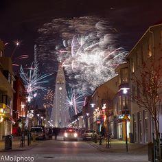 New Years Eve in Reykjavík    Gleðilegt nýtt ár - séð frá Skólavörðustíg, Reykjavík, Ísland by A-moll, via Flickr