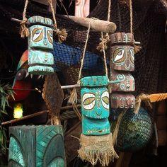 Tiki tOny — Hangy Baby Tikis for Tiki Oasis. With all the… Tiki tOny — Hangy Baby Tikis for Tiki Oasis. Carillons Diy, Outdoor Tiki Bar, Tiki Faces, Tiki Art, Tiki Tiki, Tiki Statues, Tiki Bar Decor, Tiki Totem, Tiki Lounge