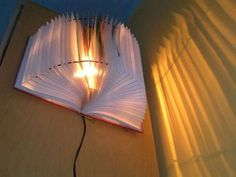 basteltipps - kreatives lampen modell selber machen - aus einem buch - Lampe selber machen – 30 einmalige Ideen                                                                                                                                                      Mehr