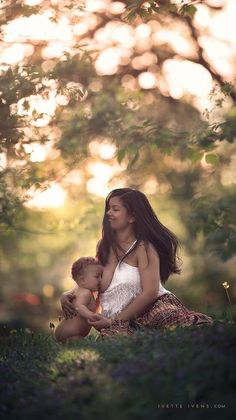 Fotógrafa clica mães que amamentam bebês maiores de um ano | Catraquinha