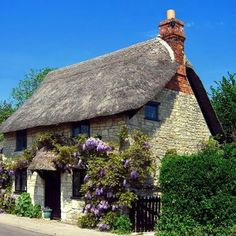Thatched cottage Wiltshire UK. #wiltshire #uk #unitedkingdom #greatbritain #cottagelife #cottagestyle #cottage #cottagechic #thatched #thatchedroof #house #home #homesweethome #countryhome #countrylife #countrylifestyle #countryliving #englishhome #englishantiquelover #english #anglomania #anglophile