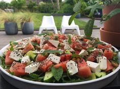 Vandmelonsalat Wine Recipes, Real Food Recipes, Eat Fruit, Caprese Salad, Feta, Buffet, Grilling, Picnic, Dinner