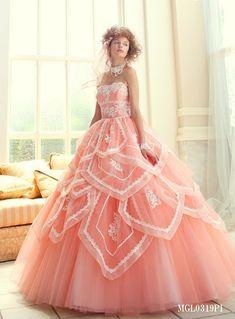 青みピンクにサーモンピンク*『お姫様になりたい』を叶える一番好きなピンクドレスの色味はどれ?にて紹介している画像