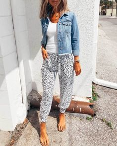 Casual Fall Outfits, Spring Outfits, Cute Outfits, Jogger Pants Outfit, Women Joggers Outfit, Drawstring Pants Outfit, Casual Chic, Fasion, Fashion Outfits