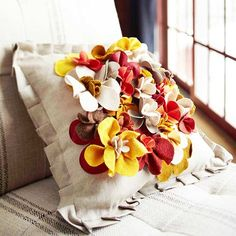 Fast Fabric Facelifts - felt flower pillow - see instructions /v