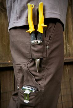 DULUTH TRADING - MEN'S DULUTH FLEX FIRE HOSE CARPENTER PANTS good shot of pockets