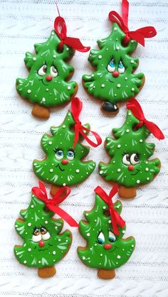 New cookies sugar decorated flood icing Ideas Noel Christmas, Christmas Goodies, Christmas Treats, Christmas Baking, Christmas Desserts, Iced Cookies, Cute Cookies, Cupcake Cookies, Christmas Sugar Cookies