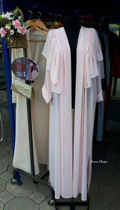 Dubai Fashion, Abaya Fashion, Muslim Fashion, Modest Fashion, Girl Fashion, Fashion Dresses, Estilo Abaya, Mode Abaya, White Shirts Women
